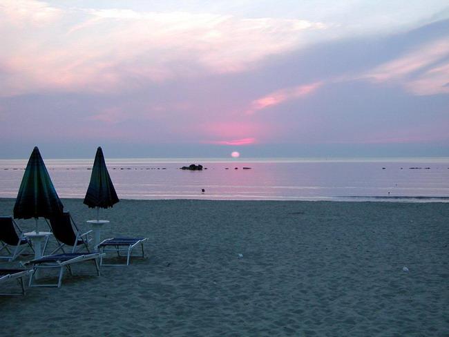 """Spiaggia San Benedetto del Tronto """"Alba"""""""