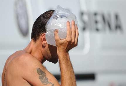Tifoso Senese contuso dopo gli scontri con i cosentini