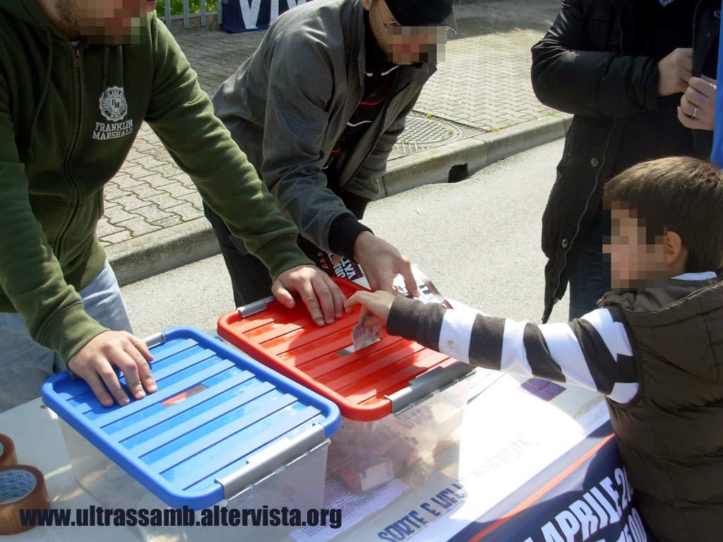Samb - Cremonese 0-1 Gli ultras Samb nel piazzale antistante la Curva Nord Massimo Cioffi Organizzano la colletta