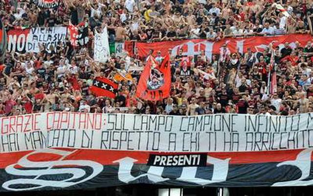 Nel giorno dell'addio al calcio di Paolo maldini la curva Sud del Milan lo contesta